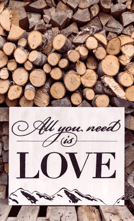 hochzeitsdekoration-holz-mit-liebe-all-you-need-is-love-holzschilder