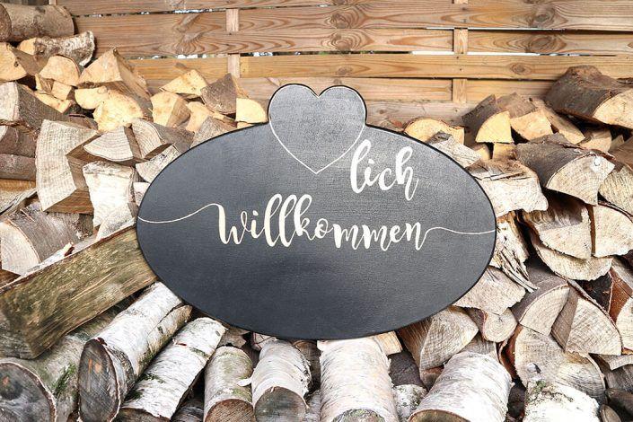 HerzlichWillkommenHolzschild-Holzmitliebe