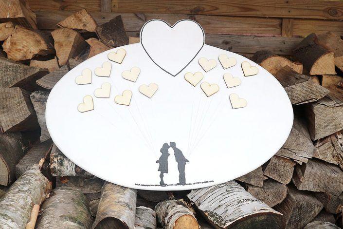HochzeitsdekorationHerzMitLuftballonherzen-Holzmitliebe